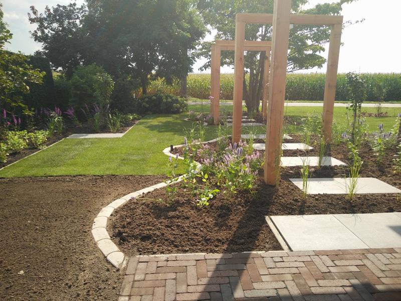 Eigentijdse tuin for u green